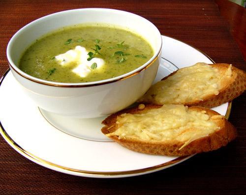 Грибной суп с овощами и оливками