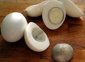 Яйца, фаршированные сосисками