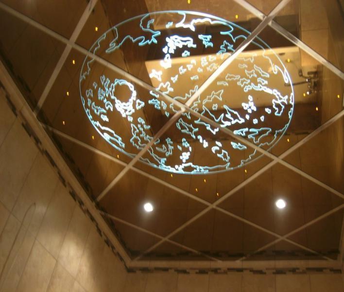 Зеркальный декоративный потолок