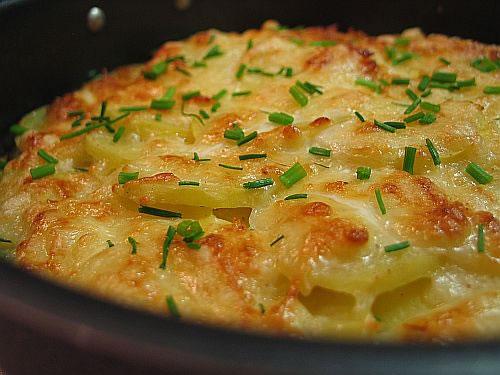 Фото картошки в духовке с сыром